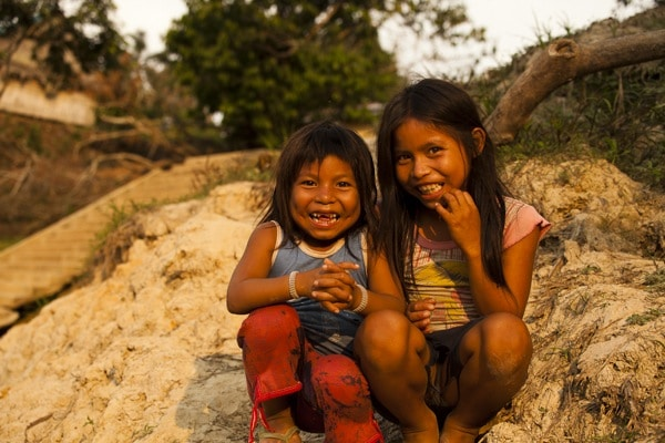 Matsés children. Photo by Alicia Fox.