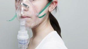 GTY_girl_wearing_oxygen_mask