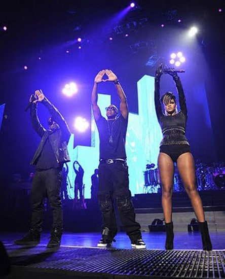 jay-z-kanye-west-rihanna-run-this-town-roc-illuminati-pyramid-freemason-sign-triangle-devil