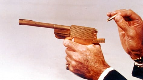 the-man-with-the-golden-gun-04