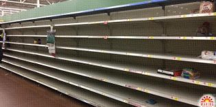 [Photos] Americans Panic Buy Food, Empty Wal-Mart Shelves for Winter Weather